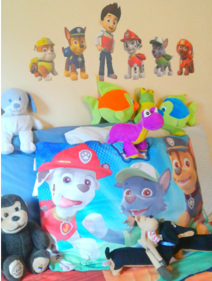 kid's bed decor with stuffed animals as a way to stand out with your house cleaning services